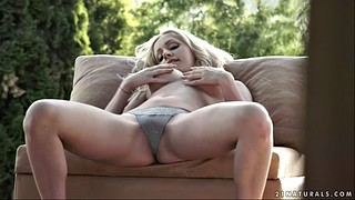 Melanie, Gold, Outdoor masturbation, Outdoor pee, Solo masturbate, Big tits solo masturbation