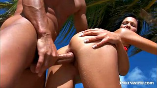 Bikini, Beach sex, Hot babes, Hot brunette, Sex beach, Beach babes